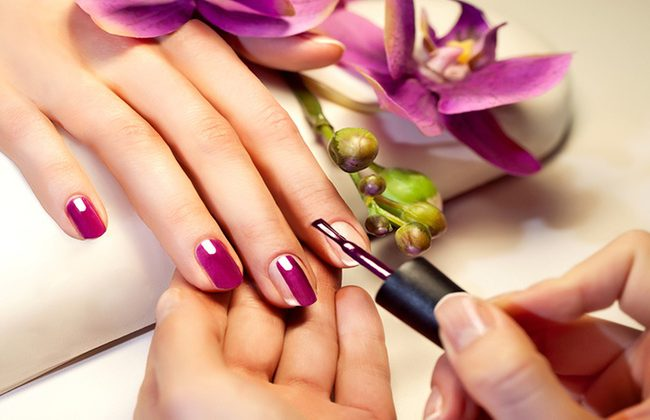 How to remove hybrid manicure at home – 3 genius methods
